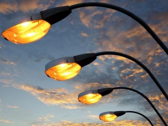 У Луцьку оновлять зовнішнє освітлення вулиці за майже 800 тисяч