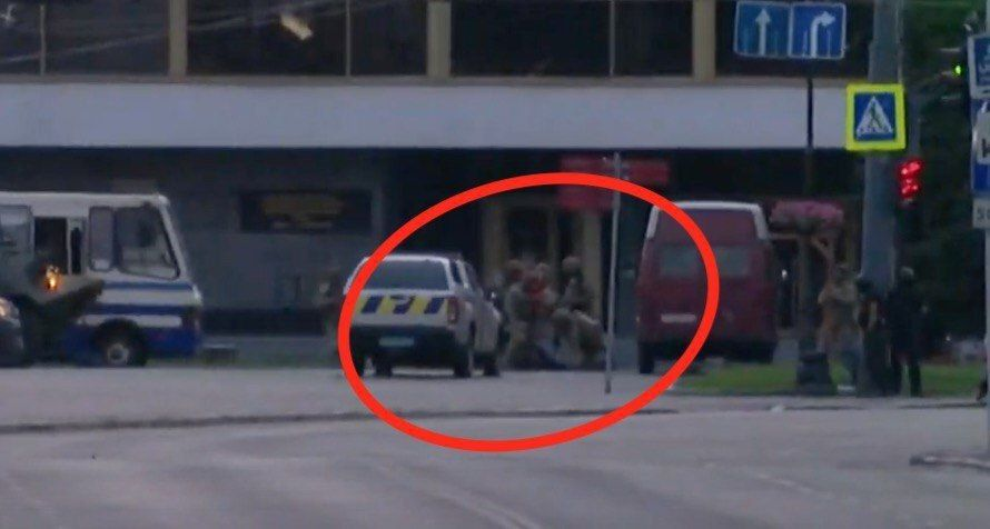 У мережі опублікували ще одне сенсаційне відео, як затримують луцького терориста, ледь не вітаючись із ним