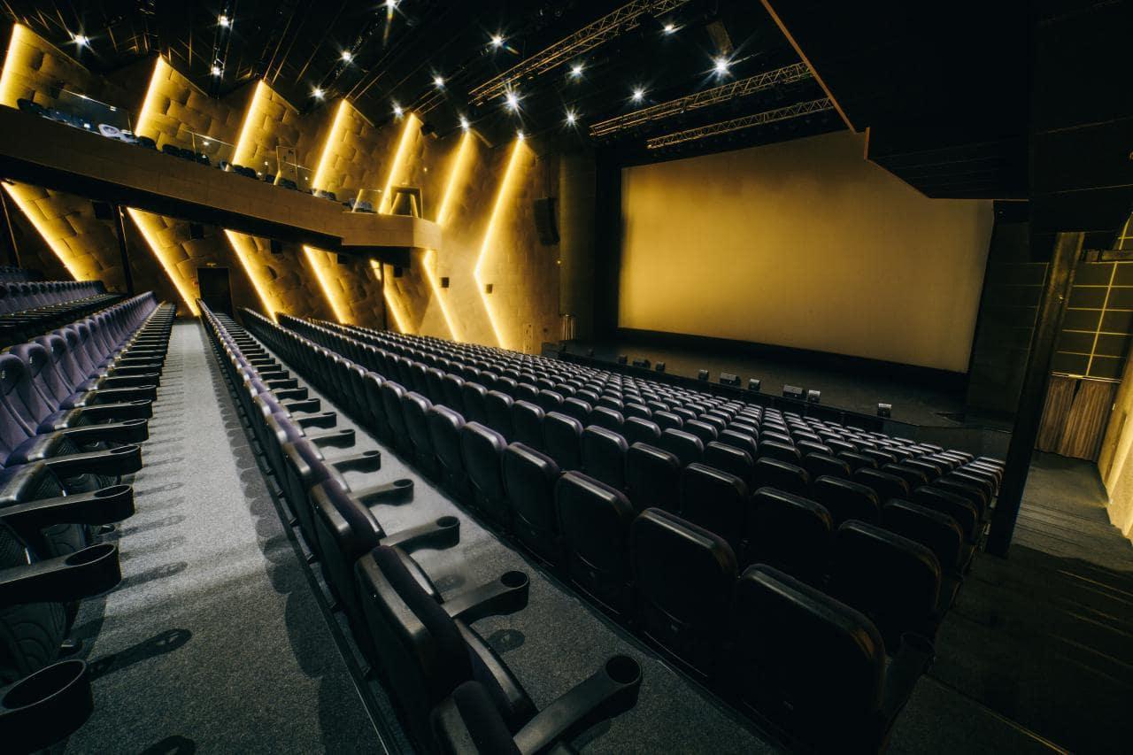 У Луцьку послабили карантинні обмеження для кінотеатрів та храмів