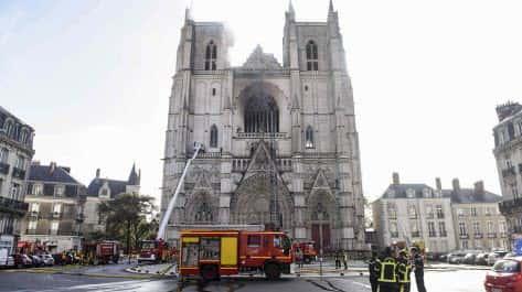 Пожежа в соборі у Нанті: вогонь повністю знищив орган, пожежники кажуть про підпал