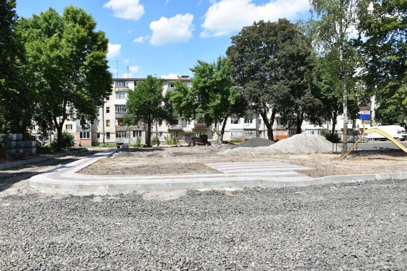У Луцьку тривають ремонти вулиць та дворів