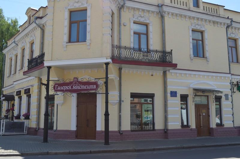 У місті на Волині оновили фасад культурно-просвітницького центру