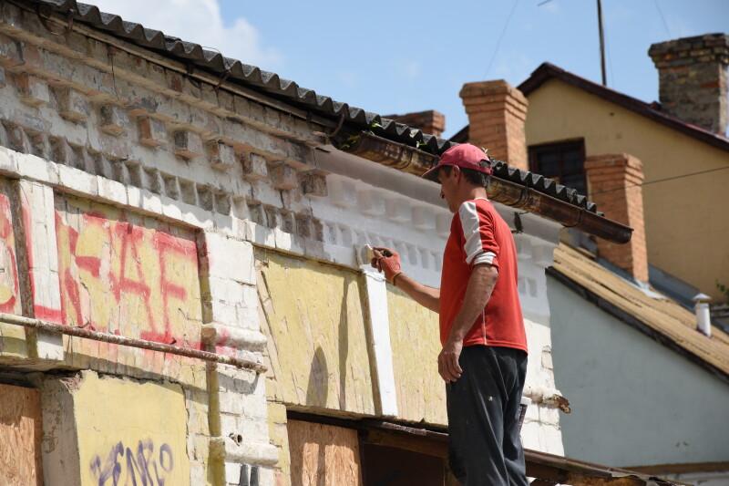 У Луцьку оновлюють фасади та замінюють аварійне мощення у Старому місті