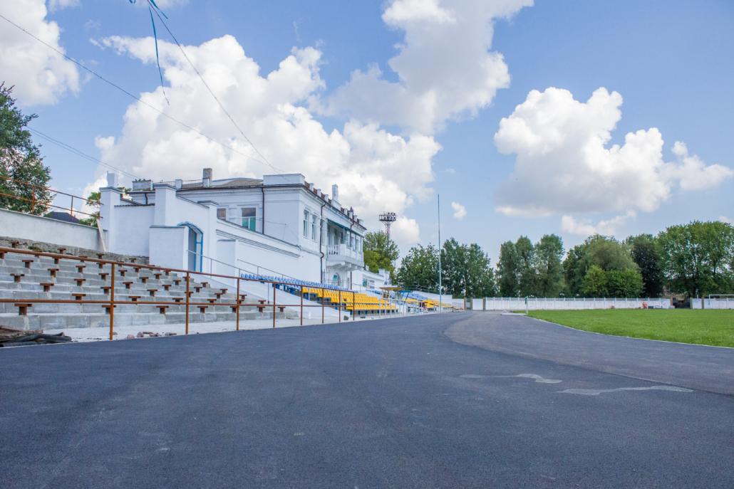 У місті на Волині проінспектували ремонт стадіону