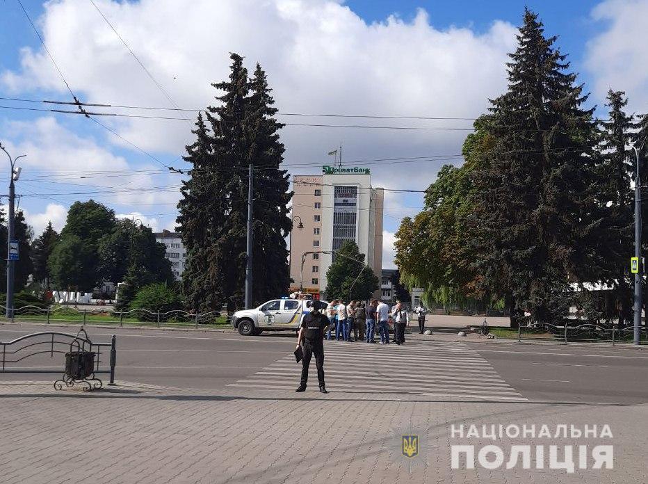 Поліція повідомляє про захоплення автобусу з заручниками у Луцьку