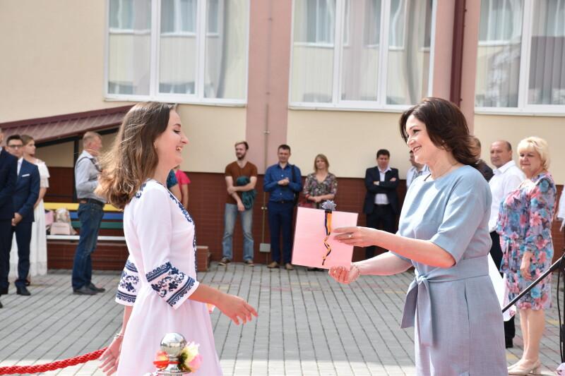 Луцьким випускникам шкіл вручили золоті та срібні медалі