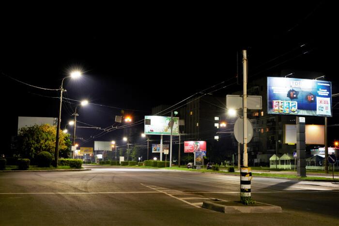 На вулицях Луцька до кінця року планують замінити понад дві тисячі старих світильників