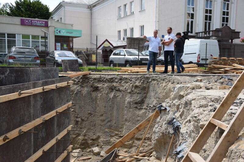 Будівництво фонтану у центрі Луцька планують завершити до Дня міста