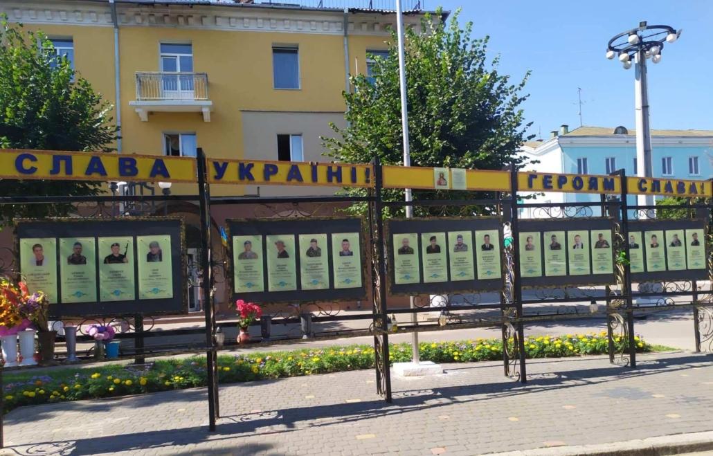 У Нововолинську оновили меморіальну стелу
