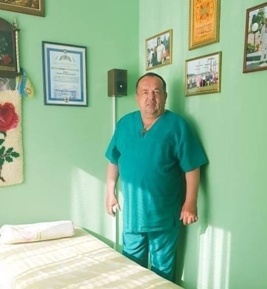«Майже 30 років ставить людей на ноги»: як волинянин Степан Іщик рятує лікувальним масажем*