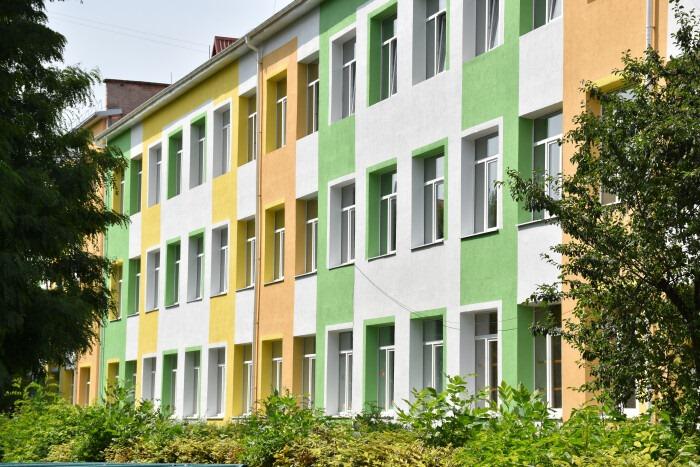 У Луцьку триває капремонт фасаду школи