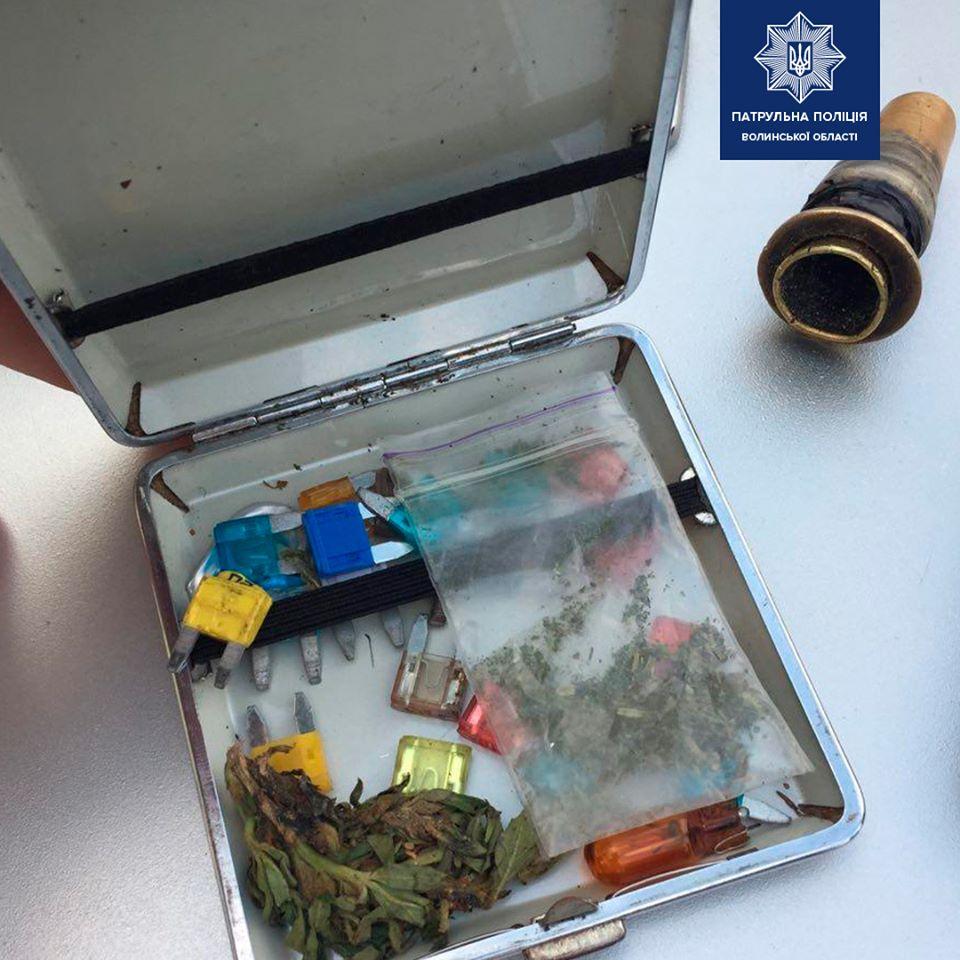 Патрульні на Волині затримали нетверезого водія з наркотиками