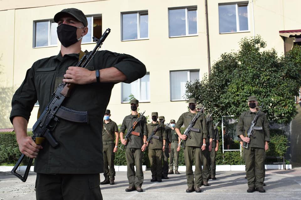 Новобранці Нацгвардії у Луцьку отримали бойову зброю