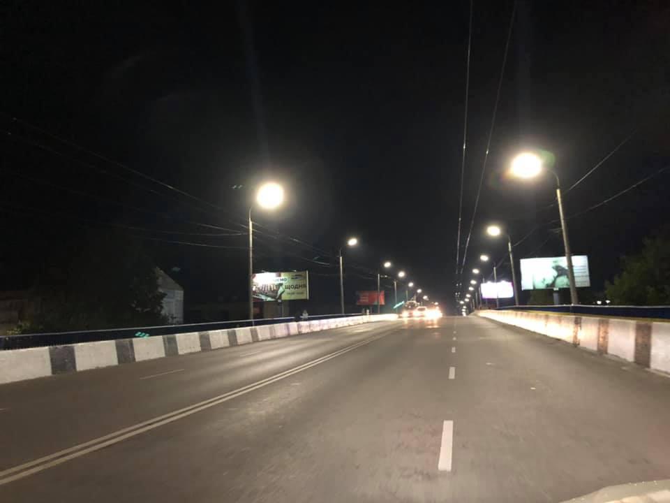 На вулицях Луцька продовжують заміну освітлення на енергоощадне
