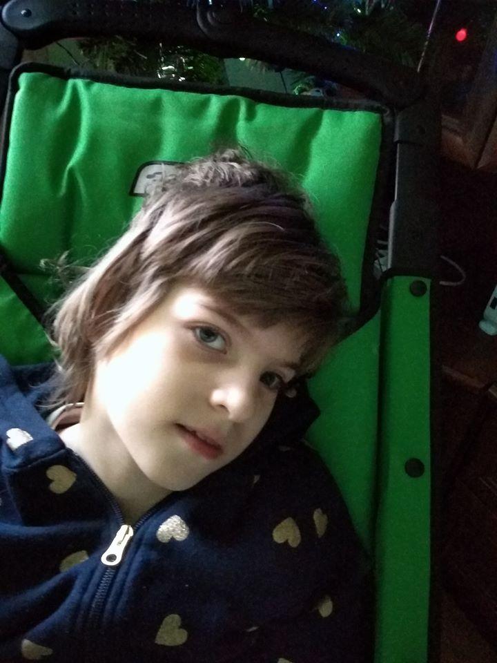 Дівчинка з Волині від народження потребує лікування: батьки просять допомоги