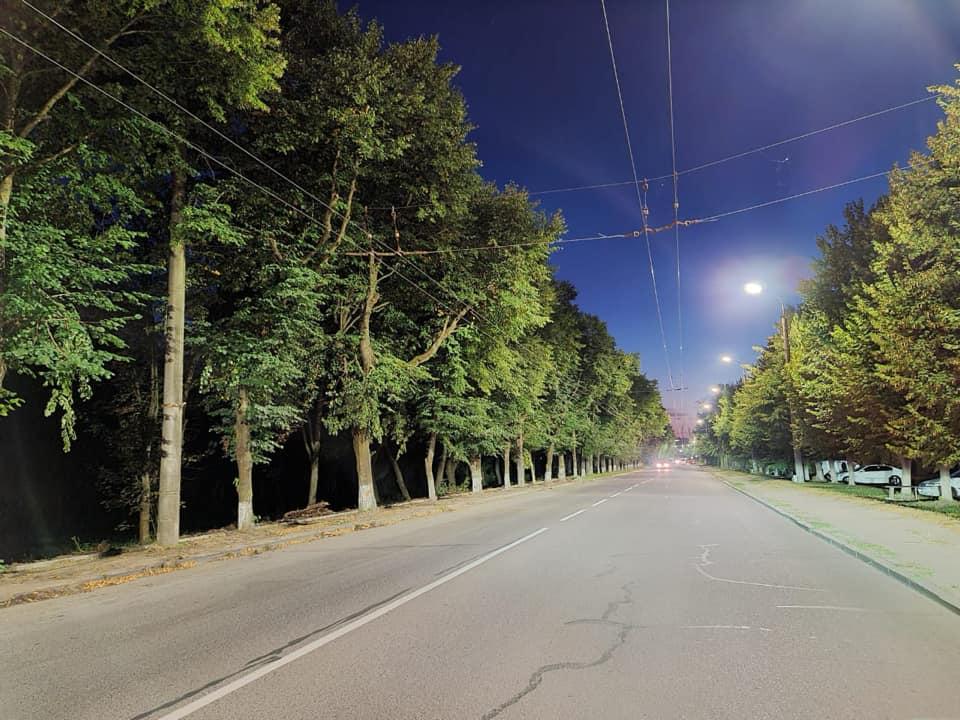 У Луцьку встановили 98 нових LED-світильників на вулиці Глушець