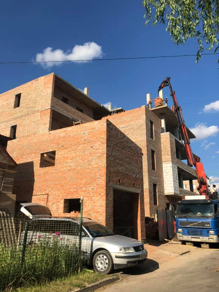 У Луцьку планують знести незаконну будівлю на проспекті Відродження