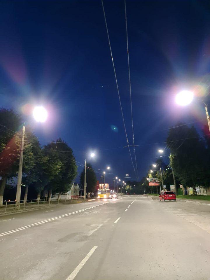 У Луцьку завершують облаштування LED-освітлення на одній із вулиць