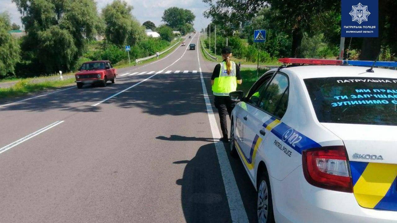 Поліція супроводжувала до Луцька на операцію: водій обманув патрульних, що дружині погано