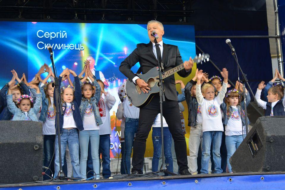 «Янголам в білих халатах»: у центрі Луцька відбувся концерт-подяка лікарям