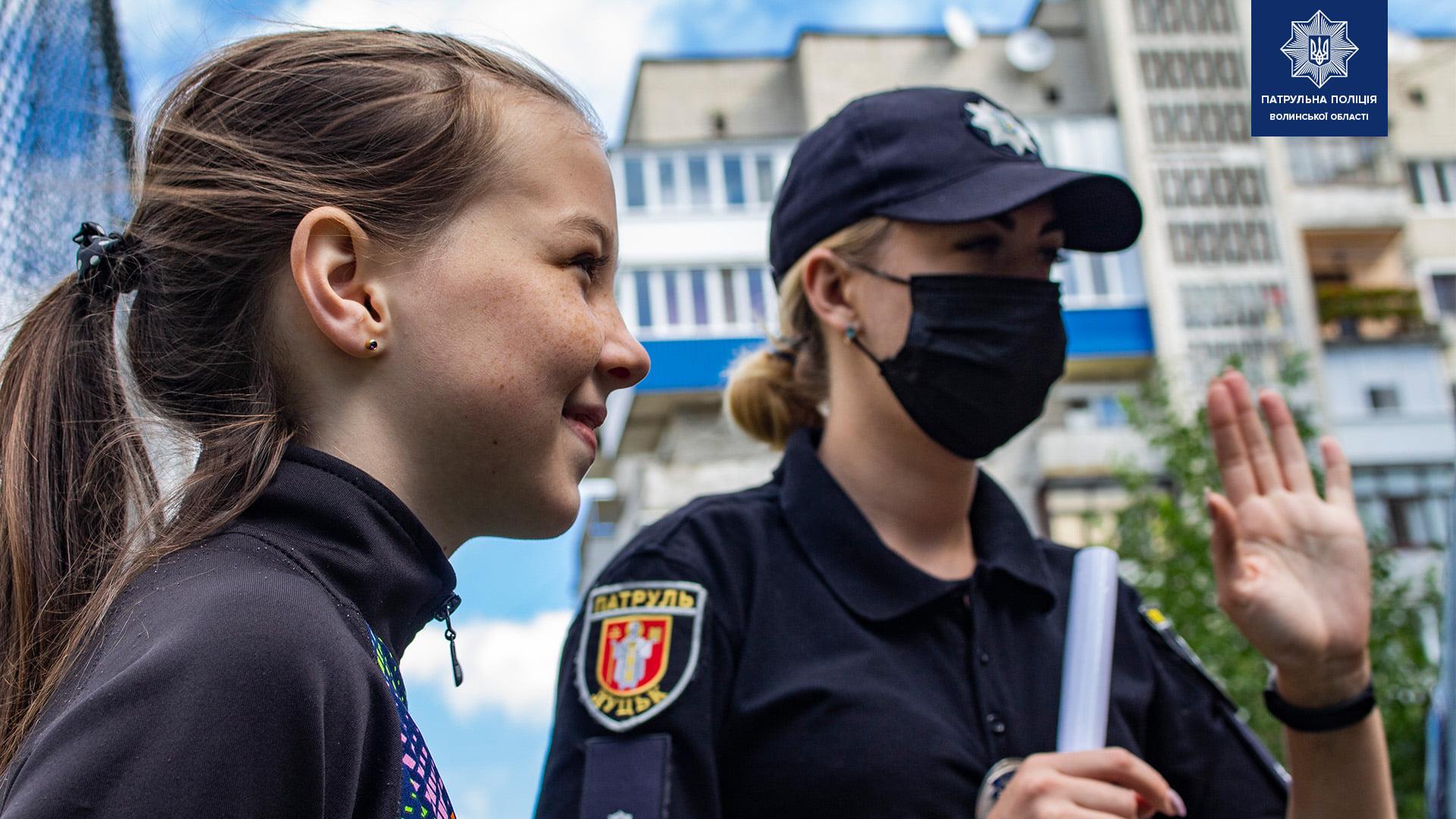 Луцькі патрульні нагадали дітям про правила дорожнього руху
