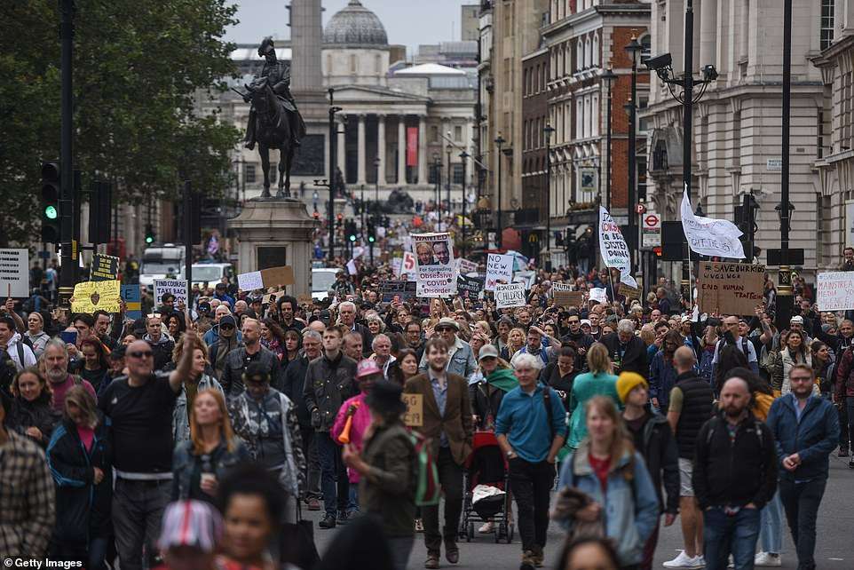 У Парижі і Лондоні відбулися «антикарантинні» протести