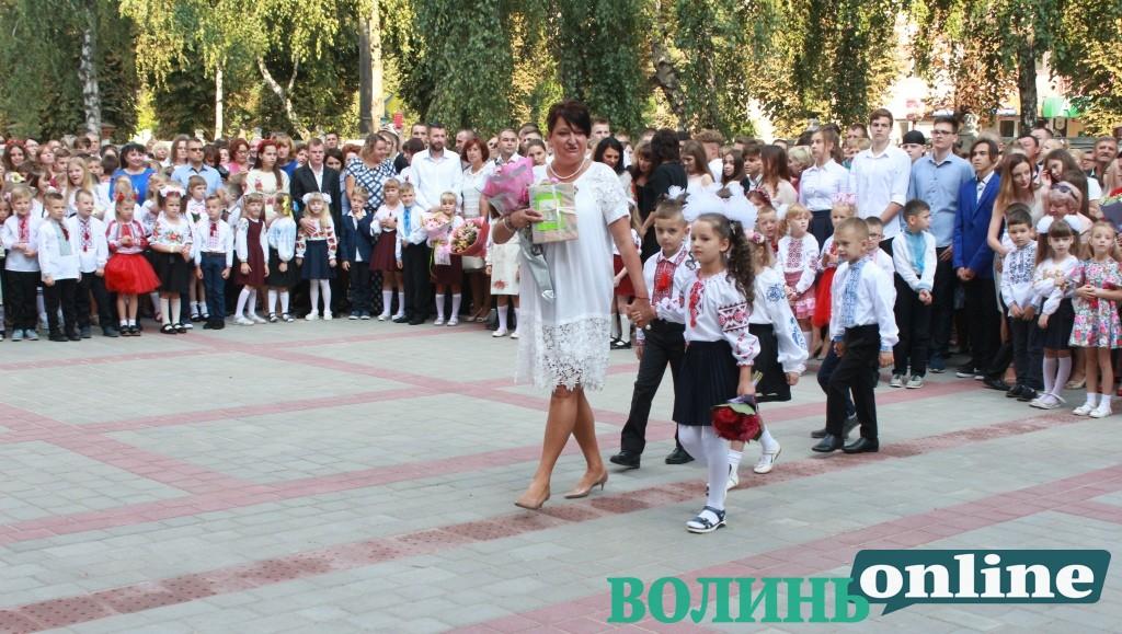 У Луцьку урочисті лінійки на 1 вересня відбудуться без батьків