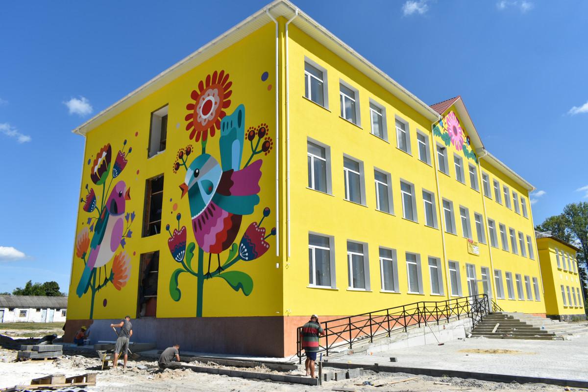У селищі на Волині завершують будівництво нового корпусу школи