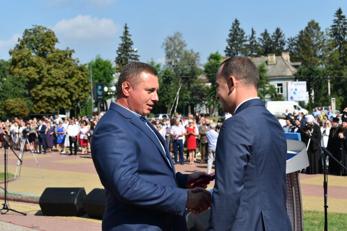 Авто для медиків та почесне звання Кватирку: на Волині розпочали відзначення Дня Незалежності України