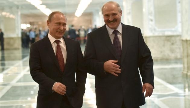 Лукашенко заявляє, що домовився з Путіним про «всебічну допомогу»