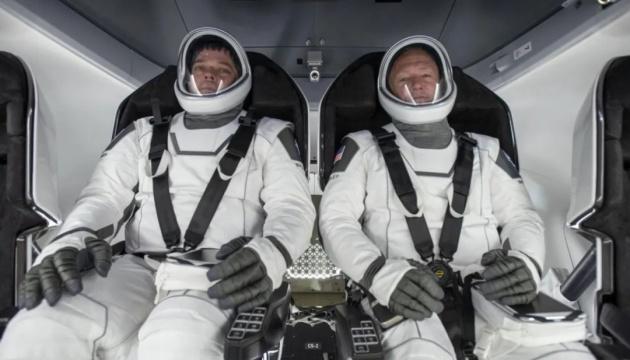 Капсула «Crew Dragon» з двома астронавтами на борту повернулася на Землю