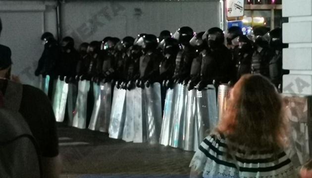 У Білорусі відкрили 17 кримінальних справ після нападу на силовиків