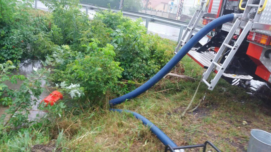 На Волині відкачували воду від житлових будинків після зливи
