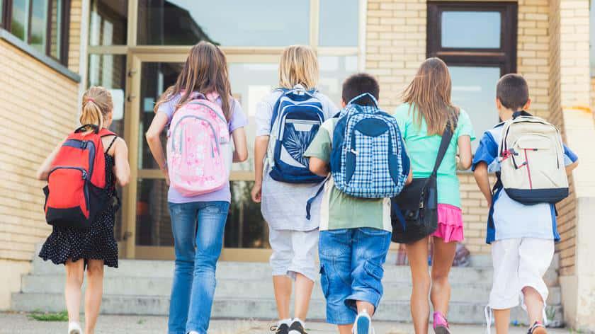 Польща планує повністю відкрити школи у вересні