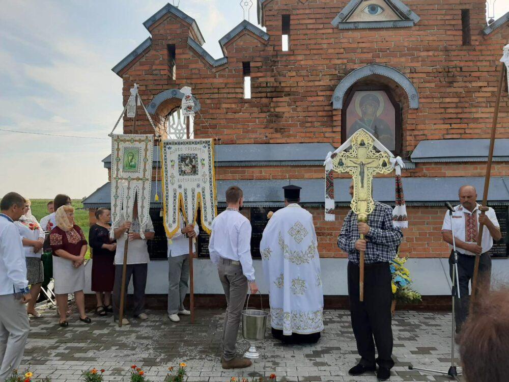 У селі поблизу Луцька відкрили пам'ятні стели воїнам УПА