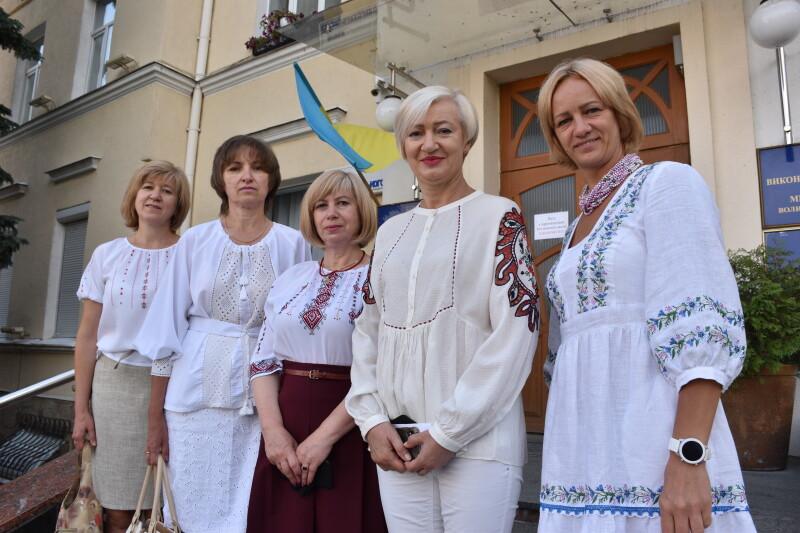 Поблизу будівлі Луцької міськради урочисто підняли Державний Прапор України