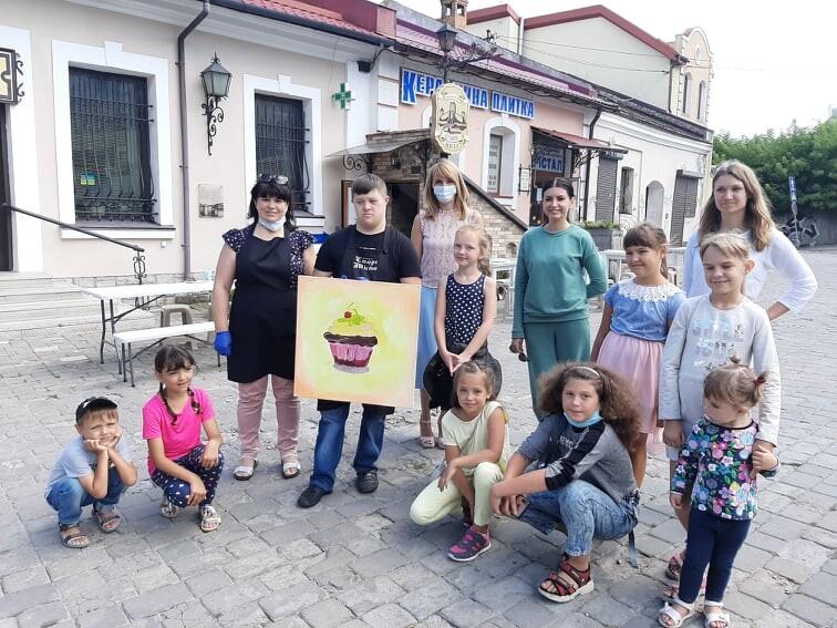 У Луцьку організували соціально-мистецьку акцію «Магія творчості»
