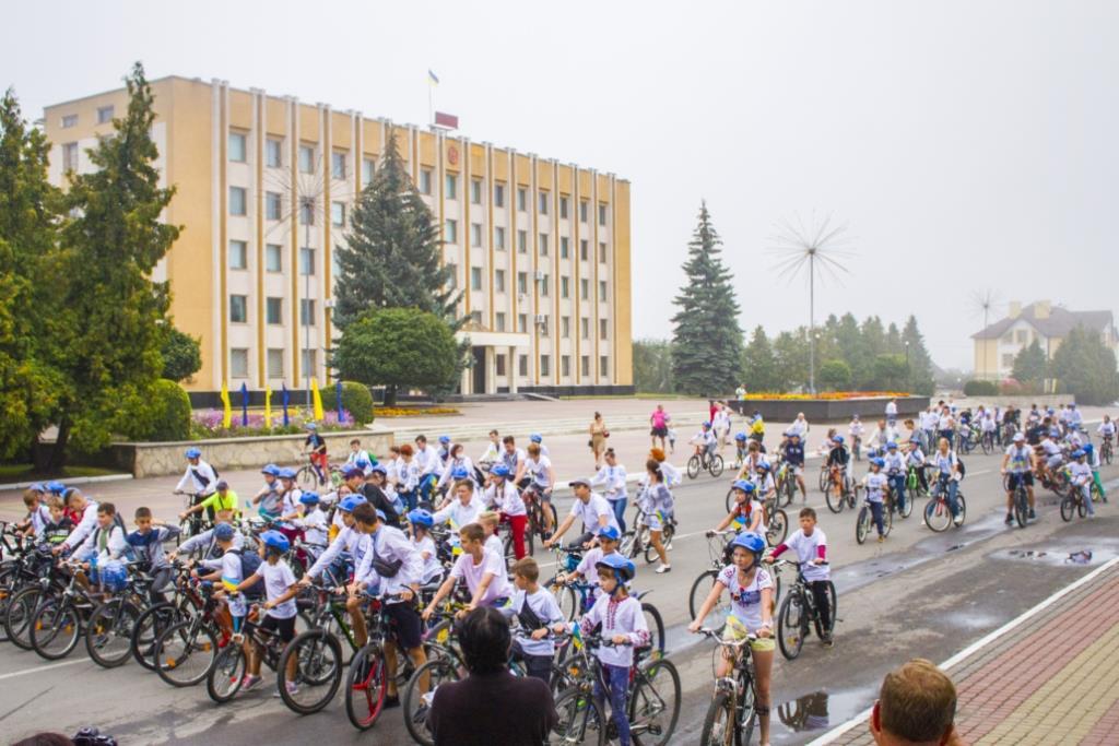 У Нововолинську відбувся «Велопробіг у вишиванках»