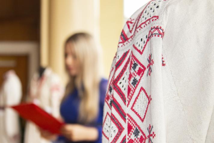 У Нововолинську відкрили виставку етнографічного одягу