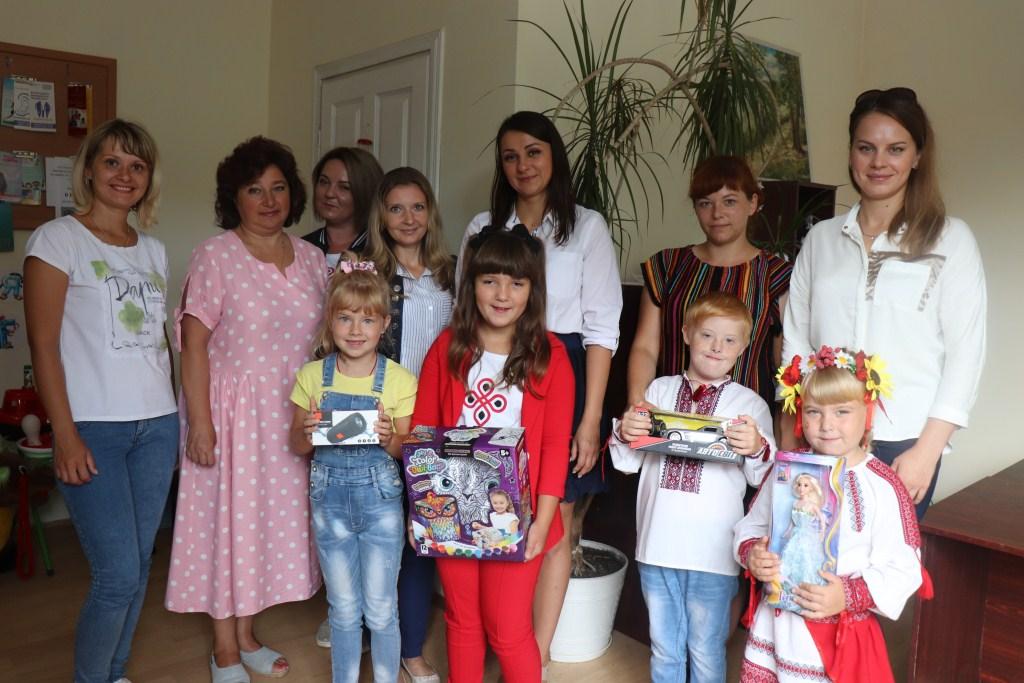 Дітям з Володимира-Волинського вручили призи за фото до Дня Незалежності