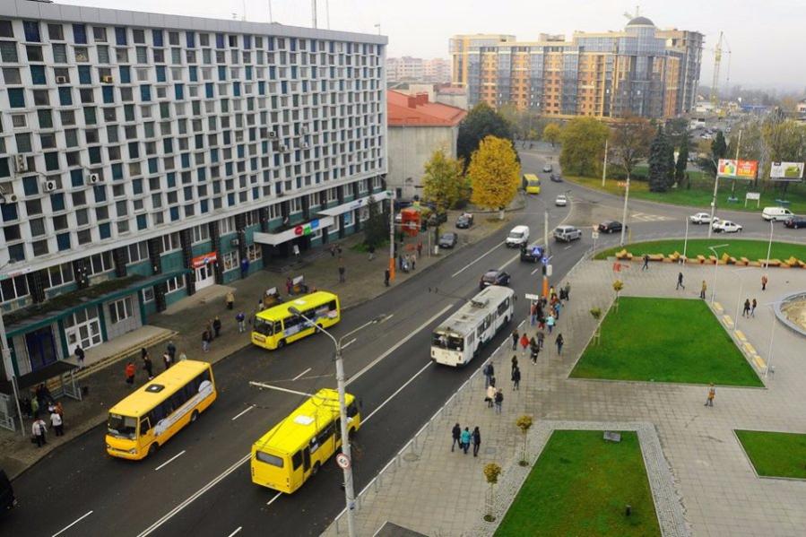 На двох проспектах Луцька реконструюють освітлення за понад мільйон