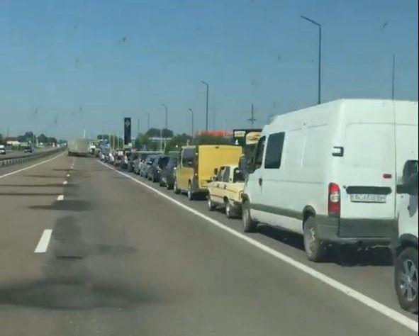 На автошляху до Світязя – багатокілометрова черга авто. ВІДЕО
