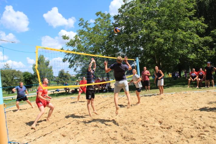 На Волині організували змагання з пляжного волейболу