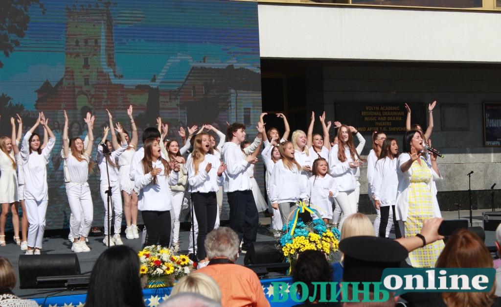 У День міста у Луцьку відзначили почесних громадян та загиблого на Сході Героя