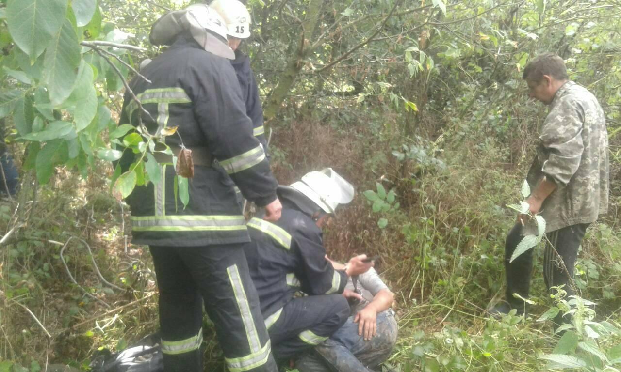 На Волині визволили чоловіка із закинутої криниці завглибшки 25 метрів