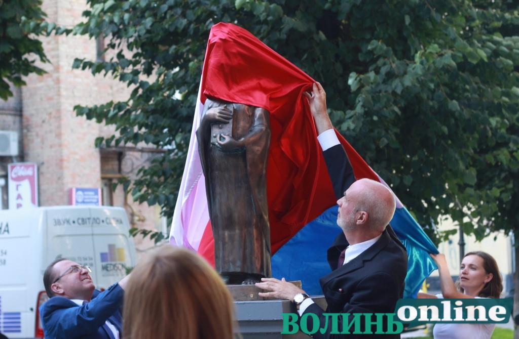 У Луцьку відкрили пам'ятник українці, яка стала королевою Франції