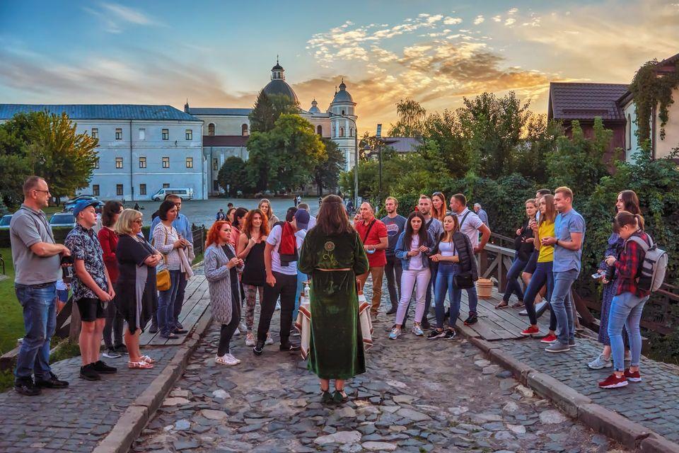 До Дня Луцька організовують безплатні вечірні екскурсії Луцьким замком