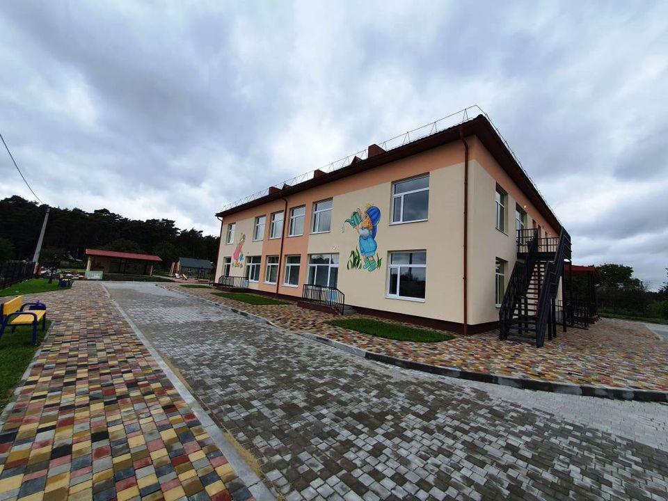 У селі Луцької громади готують до відкриття реконструйований дитсадок