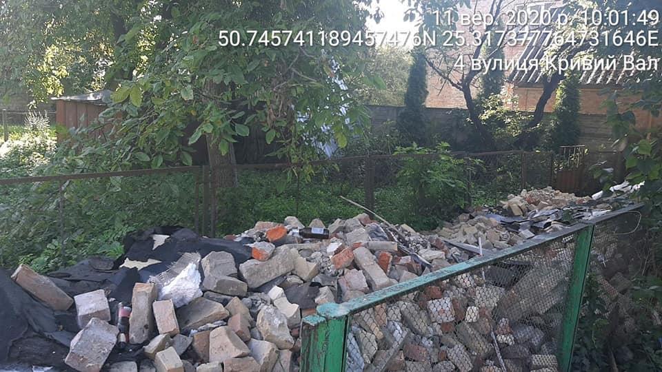 У центрі Луцька виявили незаконне звалище будівельного сміття