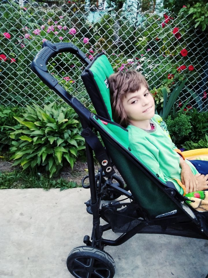 Дівчинка з Волині потребує лікування: батьки роками не можуть назбирати коштів